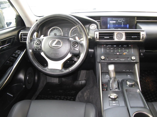 2016-Lexus-IS 300